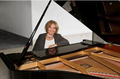 Marianne Tobias to perform at Eskenazi Health